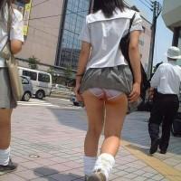 【風チラハプニング】女子校生JCのパンツが丸見え!風の神様のおかげですwwwww