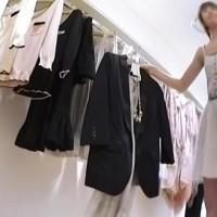 【パンチラ画像】109とかのショップ店員に近づき商品を選ぶフリしてパンツ盗撮wwwww