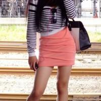 【街中エロ脚チラ画像】ミニスカ美脚ギャルの生脚を駅や電車内でこっそり隠し撮りした画像エロスwwwwwww