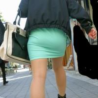【街中透けチラ画像】お尻にピッタリ張り付くタイトスカート、ピチピチのパンツ!背後からスマホでパシャリwwwwww