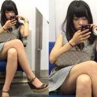 【電車内チラ画像】ショーパン、ミニスカで脚組んでる女の子エロ過ぎ!エロ脚、エロ太ももだけで十分抜けるwwwwwww