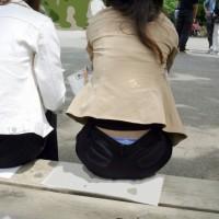 【街中パンチラ画像】顔出しも有。ズボンの腰からハミ出たエロパンティ!偶然見えたのかワザと見せてるのかwwwww