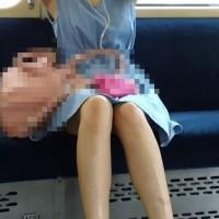【電車内チラ画像】電車でエロい生脚の女の子を見つけたら対面に座ってしまう奴!スマホで撮ってニヤニヤwwwwww