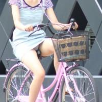 【自転車パンチラ画像】サドルに食いこみワレメ!自転車パンチラが結構エロくて抜ける件wwwwwwwwww