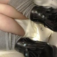 【盗撮パンチラ画像】人気ファッションビルの某階で綺麗なアパレル店員さんのパンツ盗撮!動画で見たかったwwwwwwwww