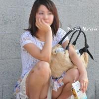 【街中パンチラ画像】ショーパンの隙間からハミ出るパンツ、むにゅむにゅの尻肉!抜ける一枚を探せwwwwwwwww