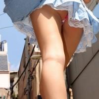 【街中パンチラ画像】足フェチさんも満足!モデル体型のミニスカ美女を追っかけ逆さ撮りwwwwwwwww