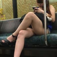 【電車でチラ画像】ギャルの太ももがエロかったので撮影!スマホで簡単に隠し撮りできる時代ってダメダメwwwwwwwww