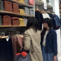 【NGパンチラ画像】多い日も安心!?生理日にスカートを逆さ撮りされた女の子。この日は盗撮しないでwwwwwwwwww