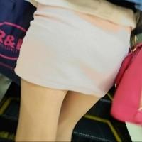 【盗撮パンチラ画像】キャバ嬢風の美脚で可愛い女の子。追っかけてスカートパンツ逆さ撮りwwwwwww