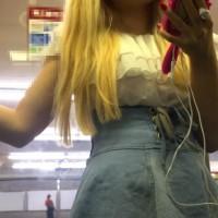 【パンチラお宝画像】原宿ファッションの不思議ちゃんを電車内で接近盗撮!逆さ撮りでパンツ超ドアップwwwwww