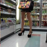 【エロチラ画像】売れっこホステスは綺麗なエロ脚が命!シコシコ擦りたくなるエロ脚を店内で隠し撮りwwwwwww