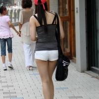 【街中チラリ画像】健康的な生足はエロい!美脚スレンダー美女、太ましい強そうなエロ脚もwwwwwww