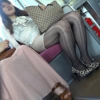 【ヌキエロ画像】アミタイツという女性の変態エロファッション!こりゃ痴漢されるわけだwwwwwww