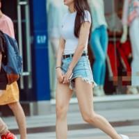 【パンチラ画像】韓国女子って日本人よりミニスカでショートパンツ率高い!?余裕でパンツ見えてるしwwwwwww