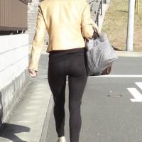 【街中チラリ画像】お尻にフィットしまくりのスリムパンツ。美尻女性をバックから視姦するwwwww