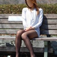 【露出撮影画像】見るからビッチで美脚の雌豚。外に連出しミニスカパンツ撮影wwwwwww