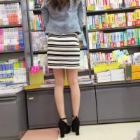 【本屋パンチラ画像】何かに集中すると股間のガードが甘くなる!スカートの中覗き見しちゃいますwwwwww