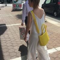 【街中パンチラ画像】良く見るとパンツのラインや色まで透けてる!夏は透けパンチラを楽しむ季節wwwwwww