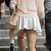 【盗撮パンチラ画像】筋肉質のムッチムチ生脚からのパンチラ!むかし運動部に所属していたであろう女の子wwwwww