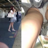 【駅パンチラ画像】顔出しアングル有りの逆さ撮りはやっぱりリアルで抜ける!ホームで獲物を探す盗撮魔wwwww