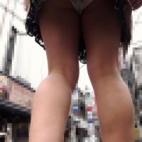 【足フェチ画像】ふくらはぎがエロい女の子、真後ろからローアングル撮影。パンチラもあるよwwwwwwww