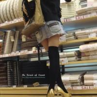 街で見かけた美脚少女。絶対領域にオチン●ンを擦りつけたくなるニーハイ少女の脚隠し撮り画像wwwwwww